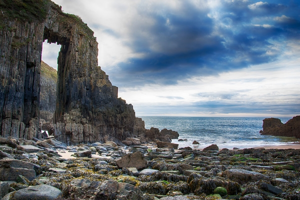 Sea arch at Skrinkle Haven, Pembrokeshire