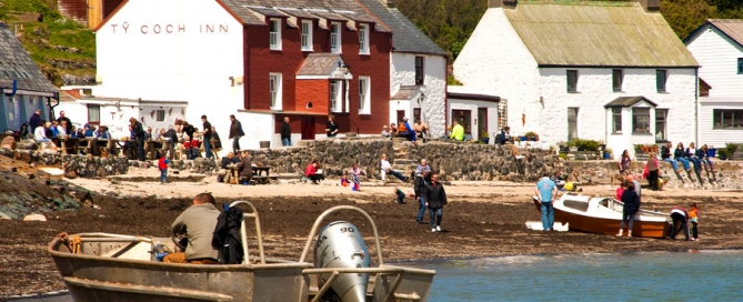 The popular Ty Coch Inn at Porthdinllaen
